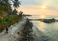 Menikmati Sunset di Beach Caffe Allisa Resort Anyer